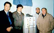 国内著名医学专家吴阶平(右1)、马永江(右2)在本中心指导工作